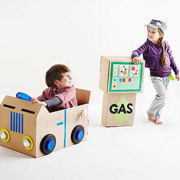 Carro e posto de gasolina