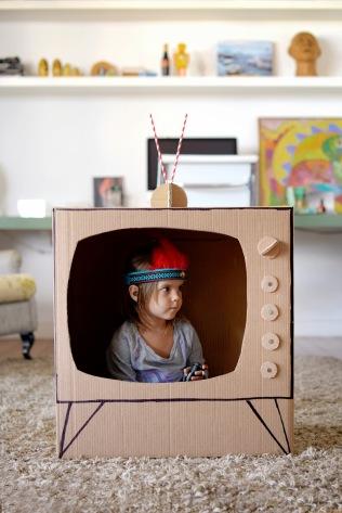 Televisão de papelão