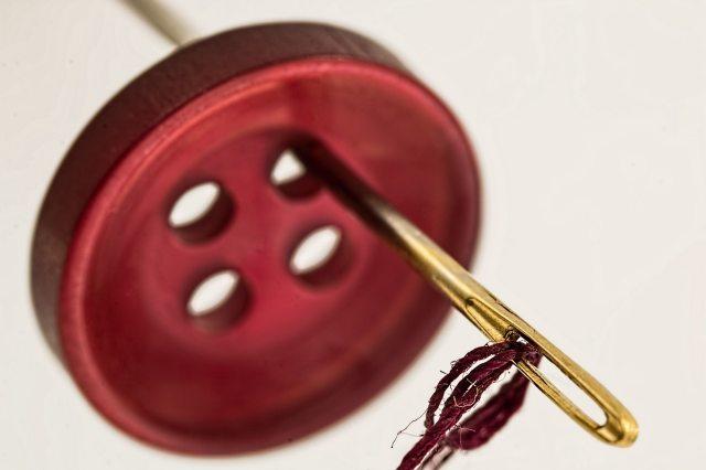 sewing-needle-thread-mend-eye-of-needle-39548